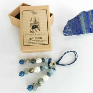 amulette_intuition_lapis_lazuli_pierre_de_lune_labradorite_aigue_marine_oeil_de_faucon_oeil_de_sainte_lucie_dumortiérite