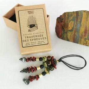 amulette_traversee_des_epreuves_grenat_oeil_de_fer_jaspe_rouge_rhyolite_onyx_noir_hematite_os