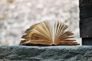 Tarinan kautta saat kokonaiskäsityksen osaamisesi karttumisesta ajan kuluessa: alat ymmärtää, miksi jotain piti oppia ennen jotain toista asiaa ja toisaalta, mitä hyötyä vanhoista osaamisista on uusia ajatellen.