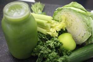 Syö paaaaaaaljon vihreitä kasvksia: tuoreena, kypsennettyinä JA puristeina
