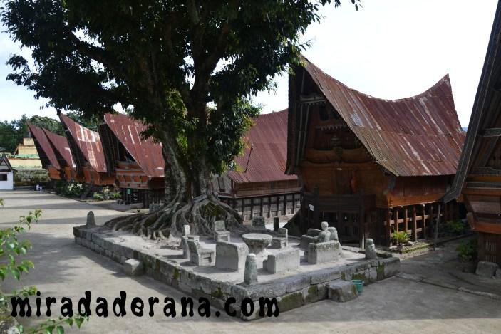 Stone Chairs del Rey Siagallan Ambarita lago-toba