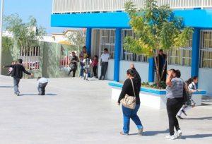 Golosinas de contrabando se venden sin control en escuelas