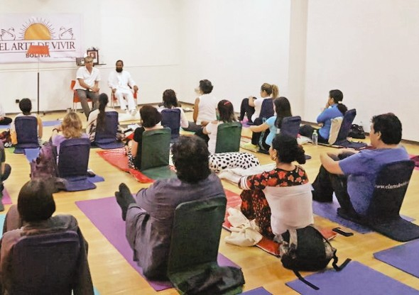 Swami Paramtej: La meditación debería ser una asignatura en los colegios