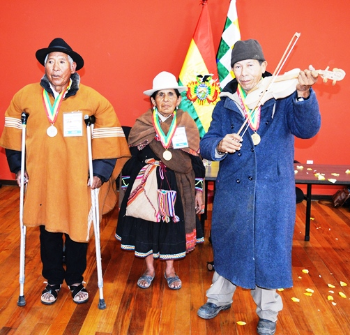 Intercambio y recuperación de conocimientos complementan la educación boliviana