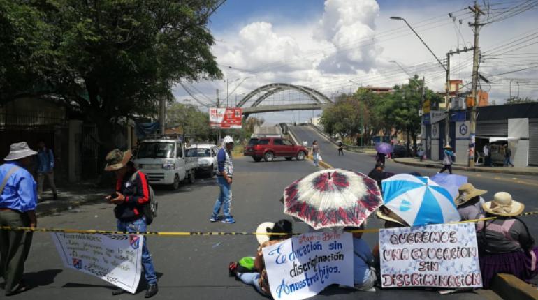 Padres de familia de 15 unidades educativas de la zona sur se movilizan y exigen seguridad