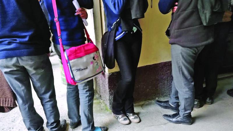 Jóvenes practican cutting en El Alto para entrar a pandillas