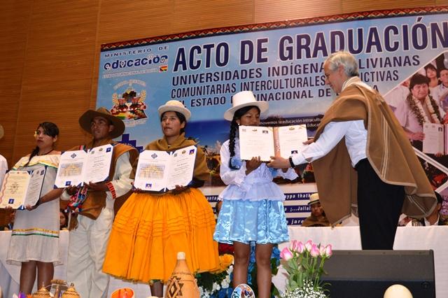 UNIBOL Guaraní, Aymara y Quechua graduó a 319 nuevos profesionales