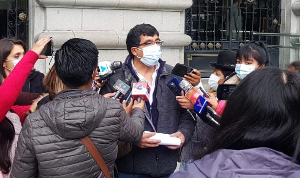 Padres advierten con huelga de hambre si no se aplican descuentos a las pensiones
