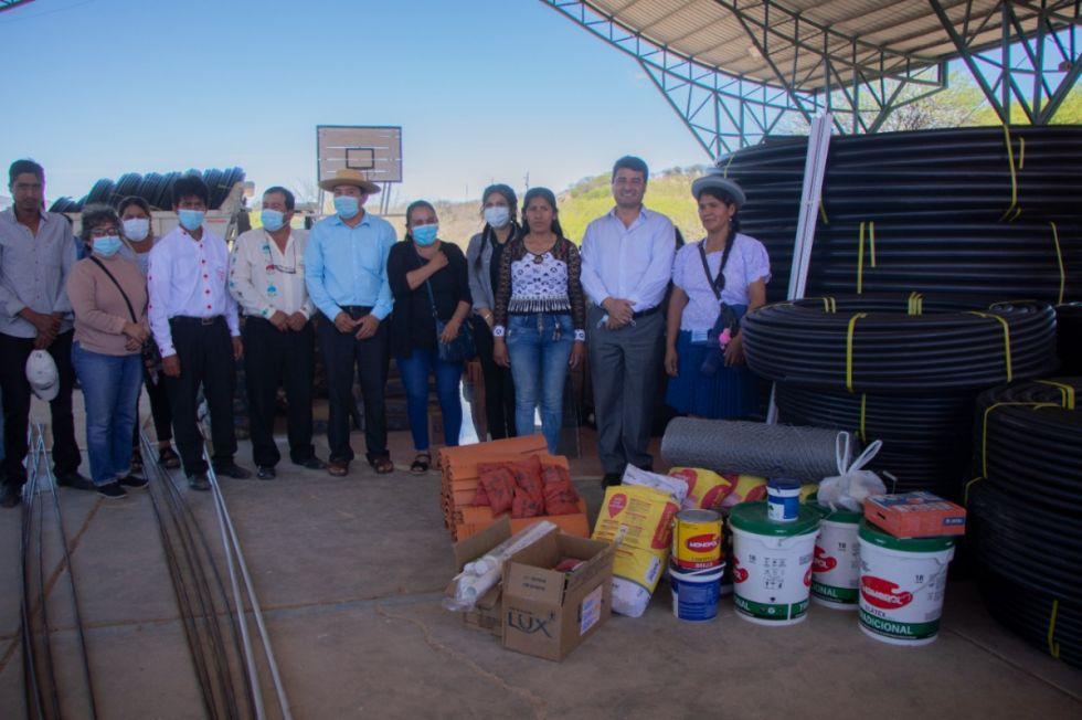 Comunidades de Tolomosa – Tarija reciben 11 km de tubería