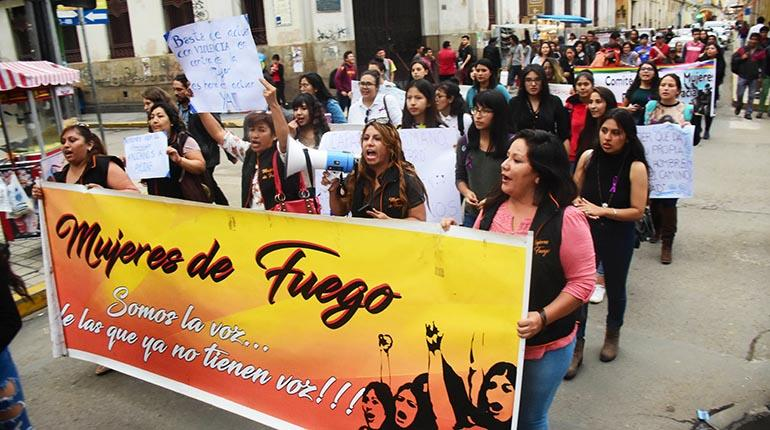 Feminicidios aumentan a 90 en la conmemoración del Día de la Mujer boliviana