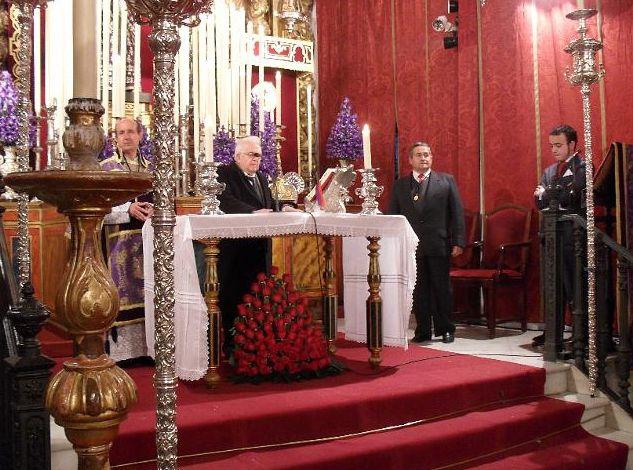 LA HERMANDAD RINDE HOMENAJE AL SR. CURA PÁRROCO