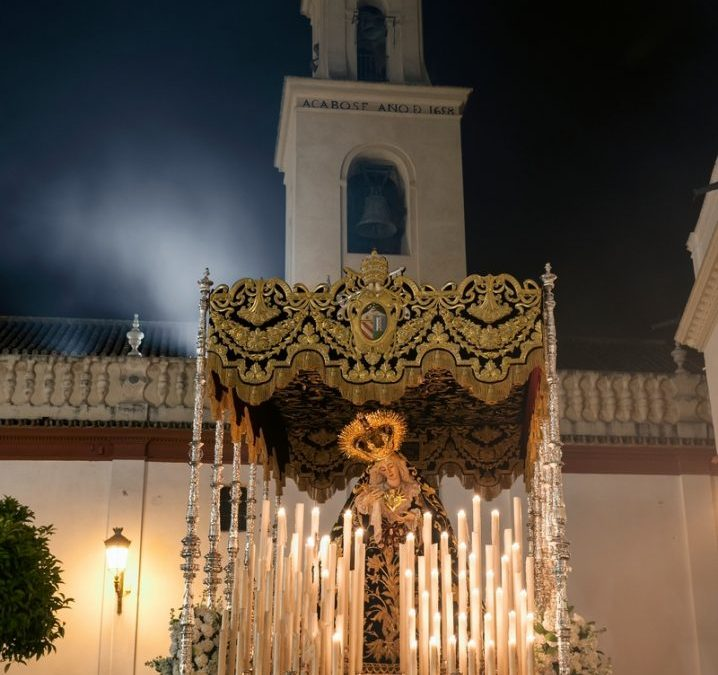SE PRESENTA EL CARTEL DE LA SEMANA SANTA DE OLIVARES 2015