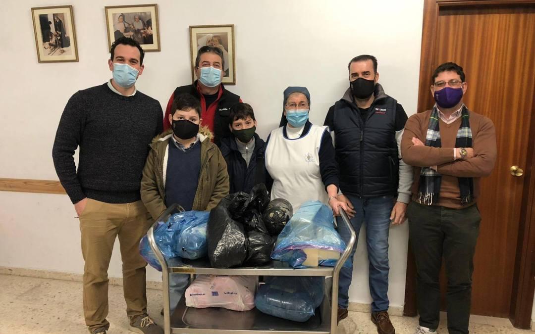 LA HERMANDAD DE LA SOLEDAD DE OLIVARES HACE ENTREGA DE ALIMENTOS A COMEDORES SOCIALES