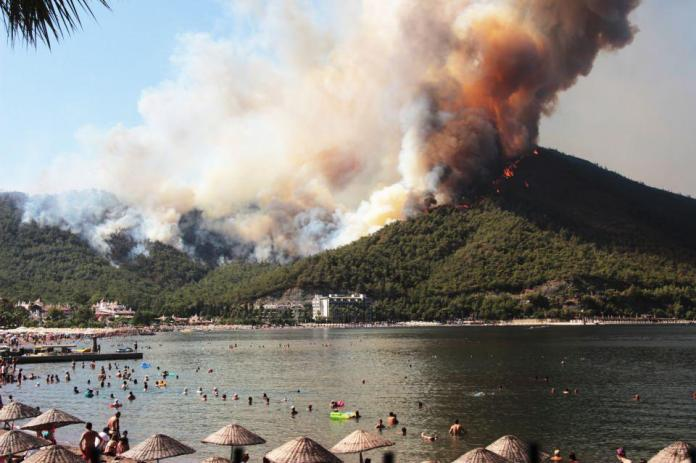 <p>Armutalan'dan İçmeler Mahallesine sıçrayan yangın Asparan mevkiine sıçradı.<br /> </p>