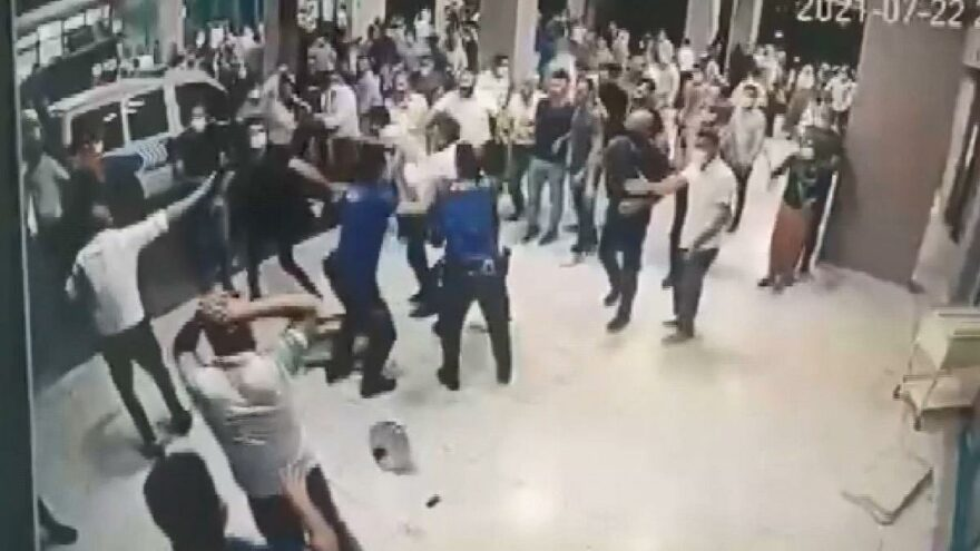 Covid-19'dan ölen hastanın yakınları hastaneyi birbirine kattı