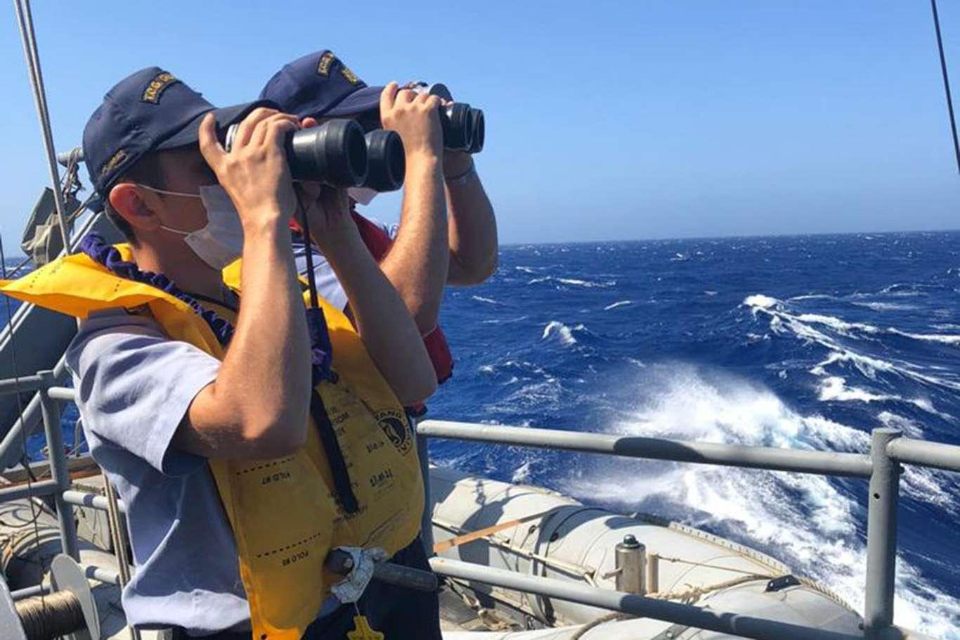 Kaş açıklarında batan göçmen teknesindeki 37 kişi kurtarıldı, 8'ini arama çalışmaları devam ediyor