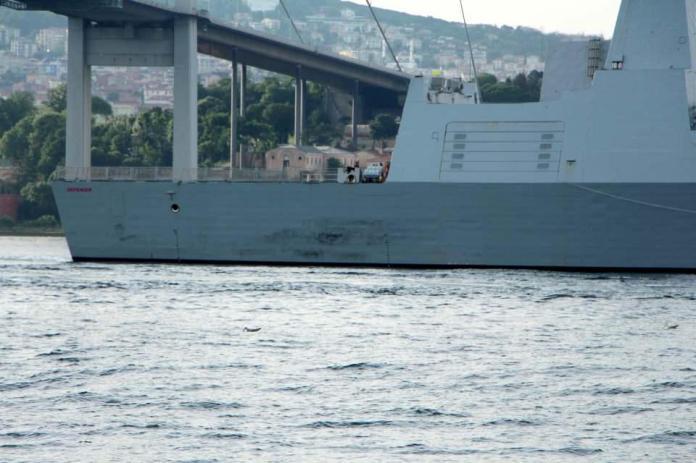 <p>1 saat 15 dakikada boğaz geçişini tamamlayan savaş gemileri Marmara Denizi'ne açıldı.</p>