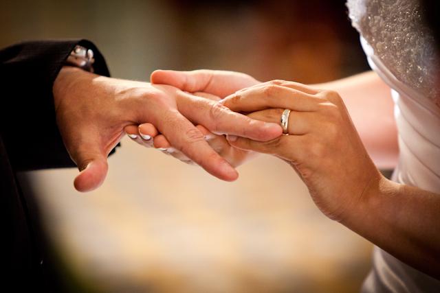 Escolhendo alianças de noivado