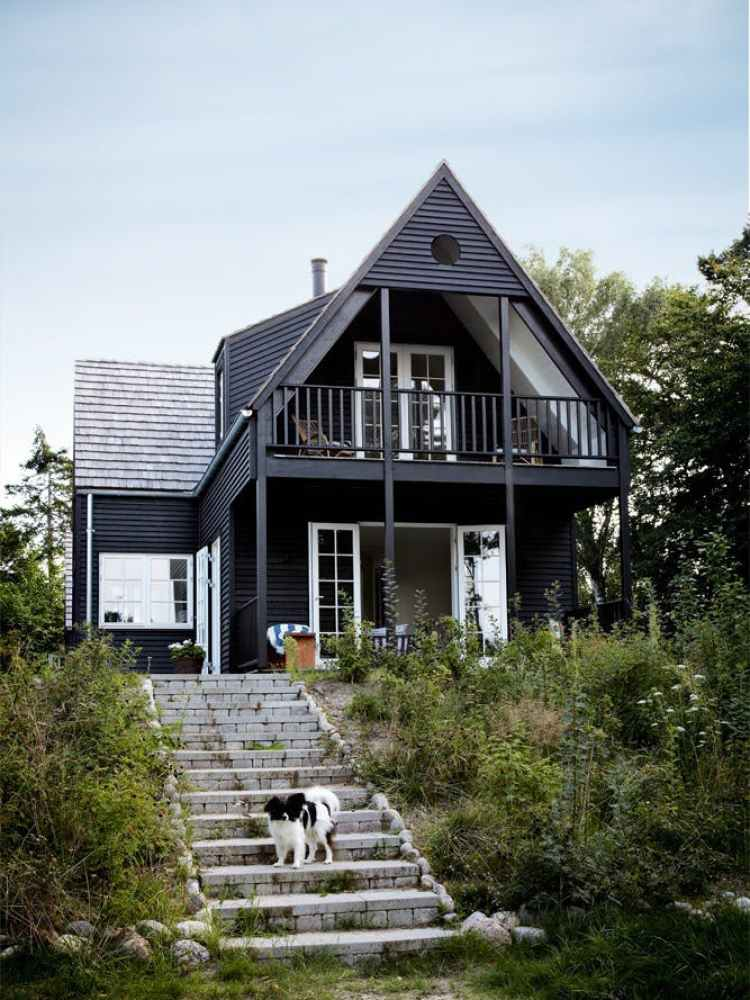 10 Gorgeous, Black Home Exteriors! From cottages to Victorian homes, these black houses are stunning.  Miranda Schroeder Blog | https://mirandaschroeder.com