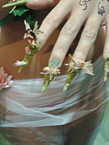 Uñas esculpidas decoradas con hadas