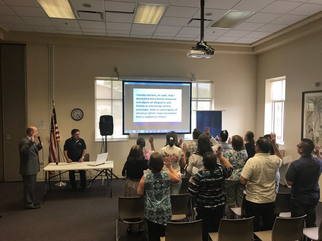 Muchas personas pierden el miedo al examen con taller de ciudadanía en Tampa
