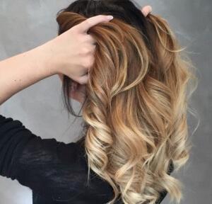 Как покрасить корни с нарощенными волосами. Как красить нарощенные волосы и можно ли
