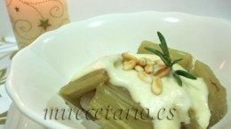 Cardo con salsa de almendras y piñones