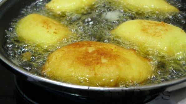 Freír en abundante aceite de oliva