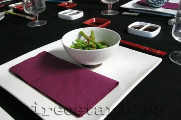 La mesa preparada con Ingen Goma-ae... Judias chinas con salsa de sésamo