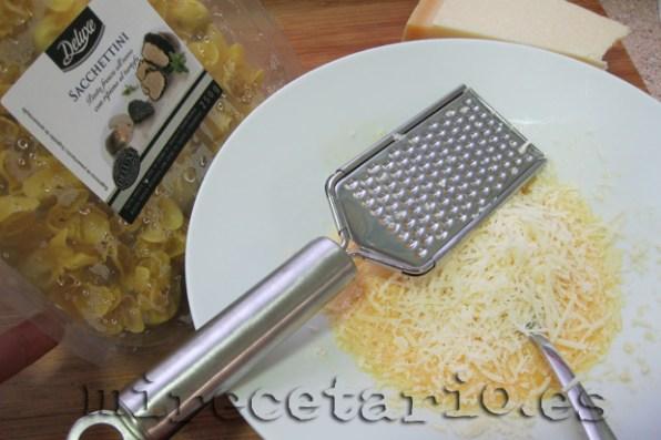 Huevo y queso, nada más.