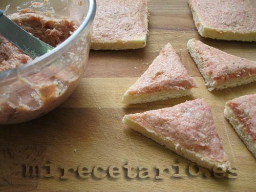 Untando el paté en las tostadas