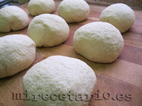 Bolitas de pan de semolina