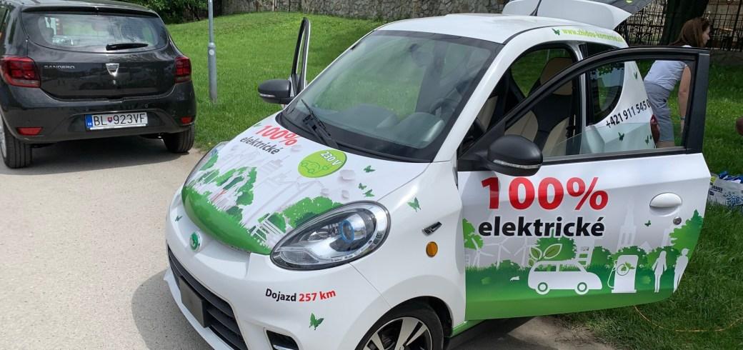 S vozíkom za chrbtom – elektroauto Zhidou