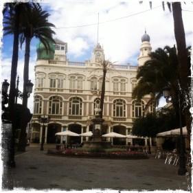 Im Gabinete Literario an der Plaza Cairasco kann man wunderbar ... (Foto: balkanblogger.com)