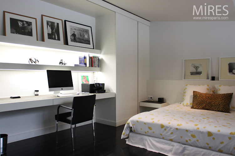 Chambrebureau En Noir Et Blanc C0750  Mires Paris