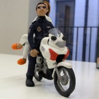 Policia y enfermera