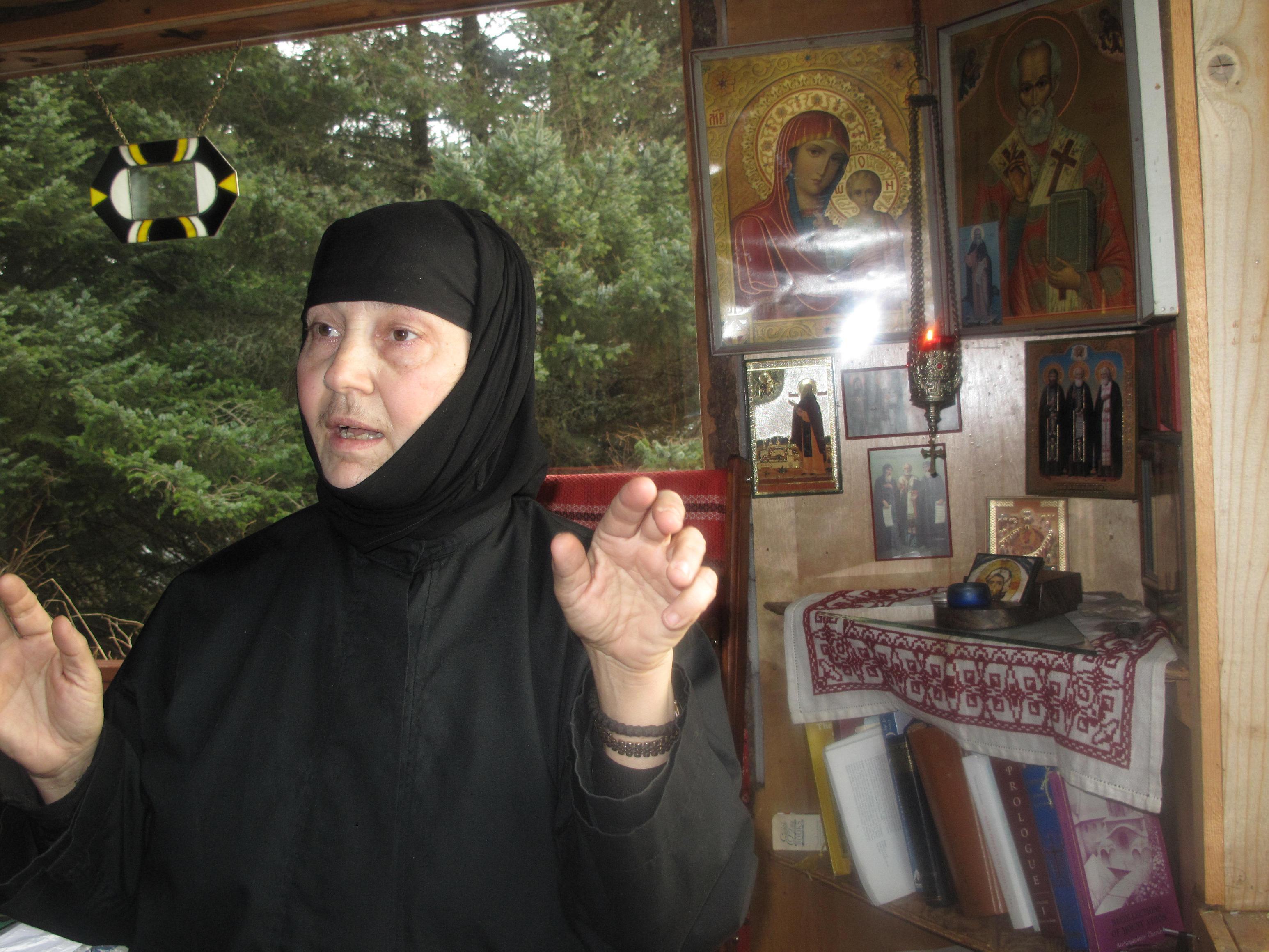 8 Maica Nina, stareta, Nilus Island Alaska