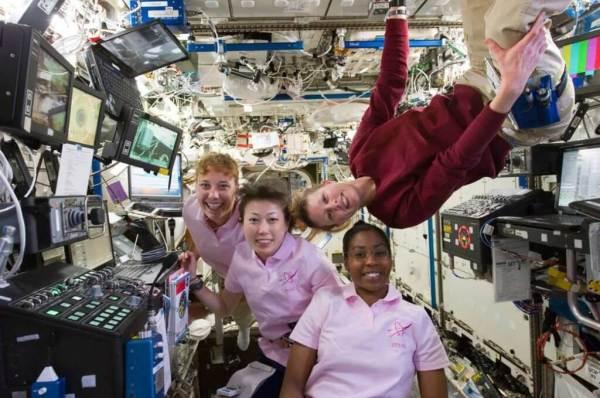 Somente mulheres astronautas fazem isto-Imagem 1-Mulheres na Estacão Espacial Internacional