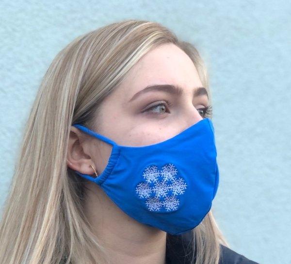 Behelfs Schutzmaske Mundschutz blau mit weißer Schneeflocke bestickt