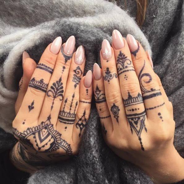 Este Tatuador Cuenta Por Qué Los Tatuajes Chiquitos En Los Dedos Son