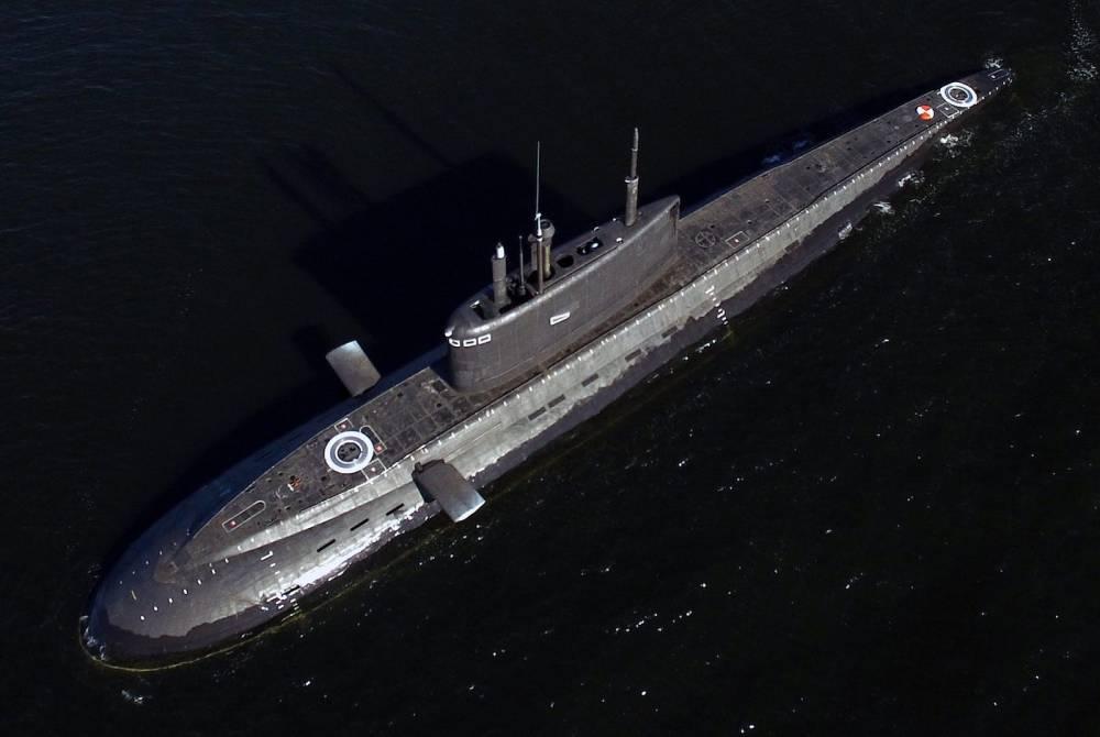 medium resolution of good top view of a russian kilo 636 3 submarine