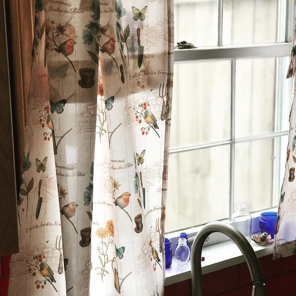 easy breezy cafe curtains using tea