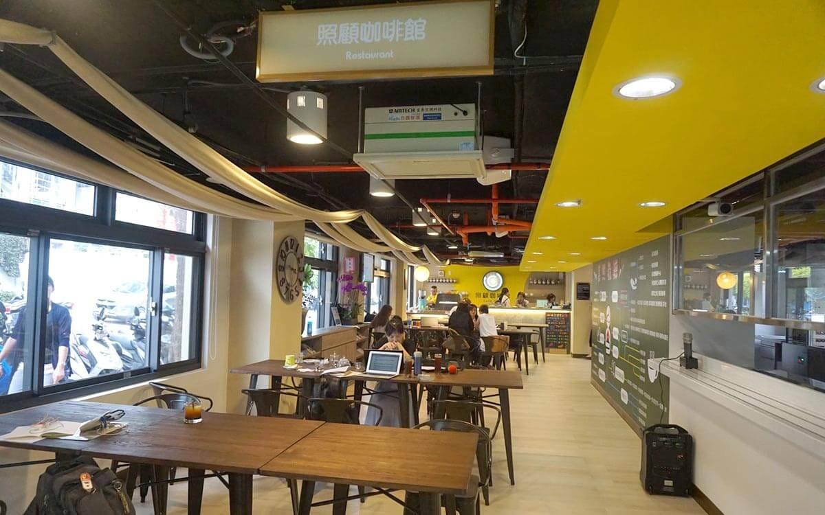 長照 2.0 面貌翻轉 - 結合照顧咖啡館的臺北市日照中心問世 - CREW TAIWAN - Medium