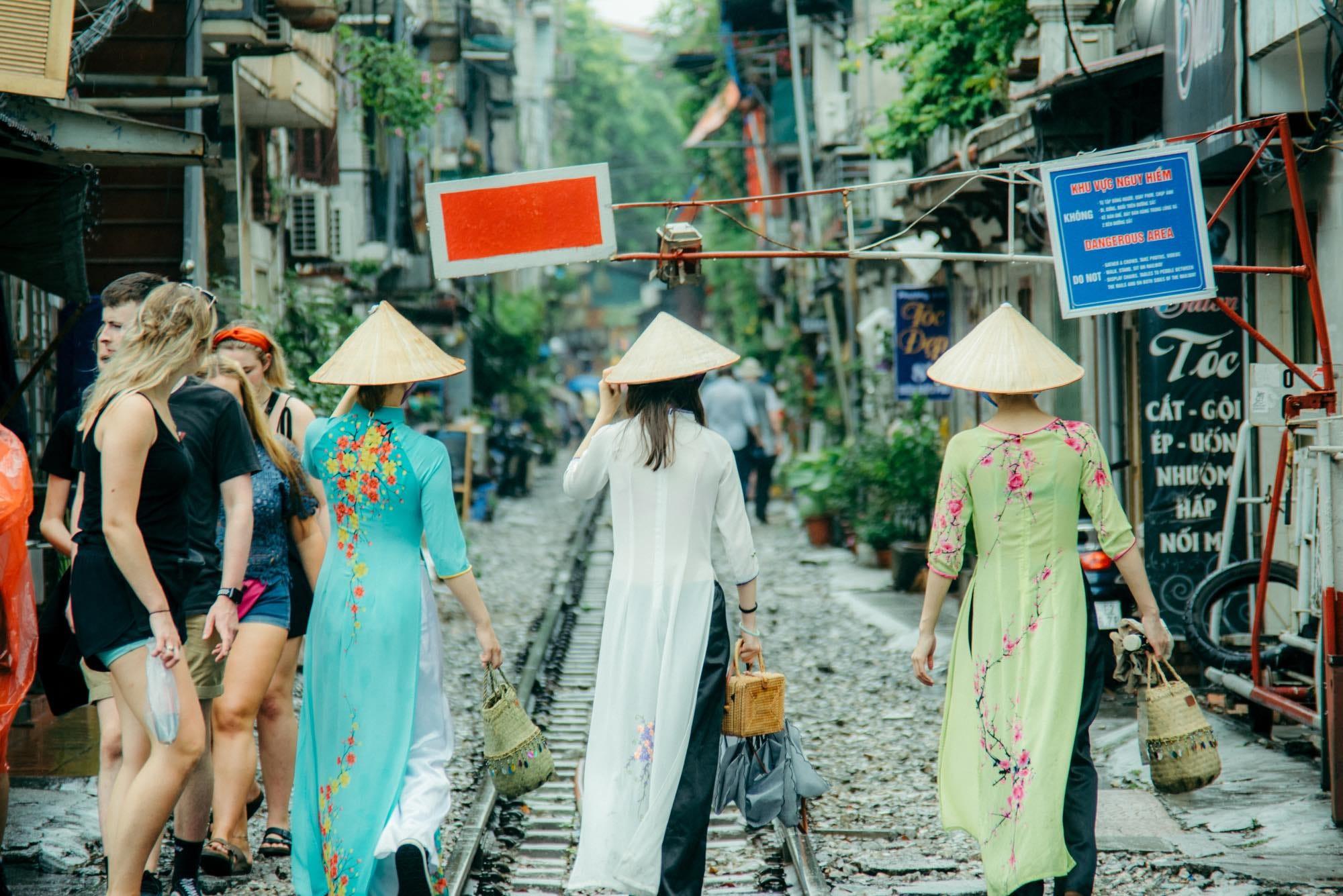 到越南河內做個淘氣選物人(下). 「我們時常會需要透過他人來瞭解自己,文化風土民情似乎也是。」 | by Iku Lin ...