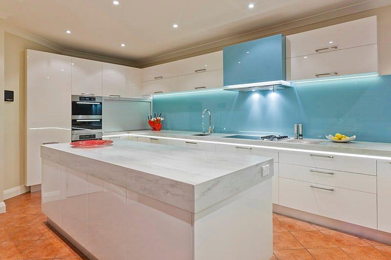Best Kitchen Splashbacks Ideas To Revamp Your Old Kitchen Decoglaze By Decoglaze Medium