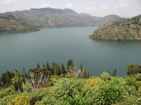 Há lagos que explodem e matam em África, um deles ameaça dois milhões de pessoas | by João Pedro Lobato | Medium