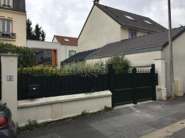 """La Miroiterie Yerroise vous propose une très large gamme de portails (portillons, clôture...) """"sur mesure""""."""