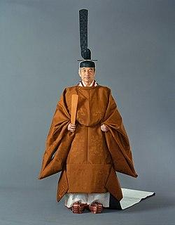 黄櫨染御袍(こうろぜんのごほう)は天皇陛下がお召しになる特別な儀式用の装束です