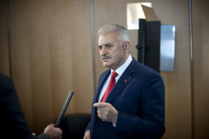 """Turkey's Minister of Transport, Maritime Affairs and Communications, Binali Yildirim, answers questions from ITF Media Team members at the 2013 Summit on """"Funding Transport"""" of the International Transport Forum at the OECD in Leipzig, Germany on 23 May 2013"""