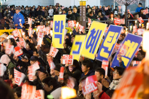 October 2016 - Protesters in Cheonggye Plaza demanding Park Geun-hye's impeachment.